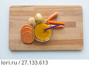 vegetable puree or baby food in bowl with spoon. Стоковое фото, фотограф Syda Productions / Фотобанк Лори