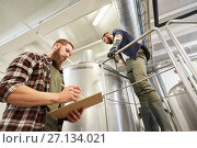 Купить «men with clipboard at brewery or beer plant kettle», фото № 27134021, снято 24 марта 2017 г. (c) Syda Productions / Фотобанк Лори