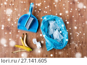 Купить «rubbish bag with trash, whisk and dustpan on floor», фото № 27141605, снято 27 октября 2016 г. (c) Syda Productions / Фотобанк Лори