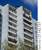 Купить «Шестнадцатиэтажный четырёхподъездный панельный жилой дом серии И-522А, построен в 1983 году. 7-я Парковая улица, 15 корпус 1. Район Измайлово. Город Москва», эксклюзивное фото № 27142157, снято 7 мая 2017 г. (c) lana1501 / Фотобанк Лори