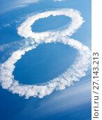 Clouds in shape of figure eight. Стоковое фото, фотограф Podvysotskiy Roman / Фотобанк Лори
