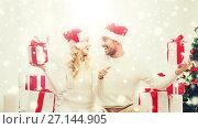 Купить «happy couple with christmas gifts and thumbs up», фото № 27144905, снято 8 октября 2015 г. (c) Syda Productions / Фотобанк Лори