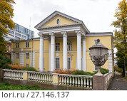 Купить «Дачная усадьба архитектора Л.А.Ильина на Аптекарском острове. Санкт-Петербург», эксклюзивное фото № 27146137, снято 18 октября 2017 г. (c) Юлия Бабкина / Фотобанк Лори