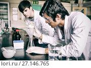 Купить «Male chemistry students making an experiment», фото № 27146765, снято 23 сентября 2018 г. (c) Wavebreak Media / Фотобанк Лори