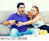 Купить «Woman trying to take away TV remote from boyfriend», фото № 27148605, снято 18 июня 2019 г. (c) Яков Филимонов / Фотобанк Лори