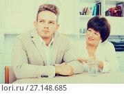 Купить «Son turned away from mother», фото № 27148685, снято 19 октября 2019 г. (c) Яков Филимонов / Фотобанк Лори