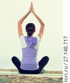 Купить «Young woman practise yoga cross-legged», фото № 27148717, снято 22 октября 2018 г. (c) Яков Филимонов / Фотобанк Лори