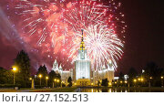 Купить «Fireworks over the Lomonosov Moscow State University, main building, Russia ----- moscow, buildings, State University, russia, lomonosov, architecture, education, exterior, university, msu, structure, tall, school, outdoors, college, soviet, facade, landmark, time lapse, time-lapse, Zoom, zooming, Night, evening, twilight, Victory Day, Fireworks», видеоролик № 27152513, снято 22 октября 2017 г. (c) Владимир Журавлев / Фотобанк Лори