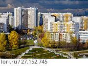 Купить «Москва, район Марьино, вид сверху на Братиславский парк и городскую застройку», фото № 27152745, снято 23 октября 2017 г. (c) glokaya_kuzdra / Фотобанк Лори
