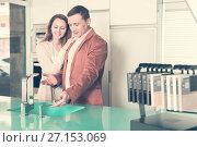 Купить «Couple looking at modern kitchen», фото № 27153069, снято 4 апреля 2017 г. (c) Яков Филимонов / Фотобанк Лори
