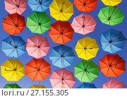 Купить «Разноцветные яркие зонтики висят высоко над улицей в Иерусалиме, Израиль», фото № 27155305, снято 19 октября 2017 г. (c) Наталья Волкова / Фотобанк Лори