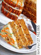 piece of classic carrot cake on plate. Стоковое фото, фотограф Oksana Zh / Фотобанк Лори