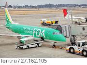 Купить «Самолет авиакомпании Fuji Dream Airlines на взлетно-посадочной полосе готовится к взлету», фото № 27162105, снято 28 января 2012 г. (c) Александр Гаценко / Фотобанк Лори