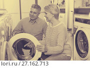 Купить «Husband with wife are choosing home washing machine», фото № 27162713, снято 3 августа 2020 г. (c) Яков Филимонов / Фотобанк Лори