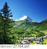 Купить «Zermatt village with peak of Matterhorn in Swiss Alps», фото № 27164261, снято 11 сентября 2017 г. (c) Iakov Kalinin / Фотобанк Лори