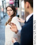 Купить «Adult man does not succeed in getting acquainted with girl», фото № 27164765, снято 27 февраля 2020 г. (c) Яков Филимонов / Фотобанк Лори