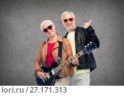 Купить «happy senior couple with guitar showing thumbs up», фото № 27171313, снято 16 июля 2017 г. (c) Syda Productions / Фотобанк Лори