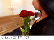 Купить «woman with red roses and coffin at funeral», фото № 27171469, снято 20 марта 2017 г. (c) Syda Productions / Фотобанк Лори