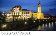 Купить «Illuminated City Hall on Oradea embankment in twilight, Romania», видеоролик № 27175081, снято 6 октября 2017 г. (c) Яков Филимонов / Фотобанк Лори
