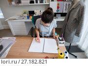 Купить «Fashion designer working at desk», фото № 27182821, снято 30 августа 2017 г. (c) Wavebreak Media / Фотобанк Лори