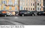 Купить «Moscow, Russia - November 2. 2017. Traffic on Tverskaya street», видеоролик № 27183573, снято 2 ноября 2017 г. (c) Володина Ольга / Фотобанк Лори