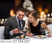 Купить «smiling couple eating main course at restaurant», фото № 27184337, снято 9 марта 2014 г. (c) Syda Productions / Фотобанк Лори