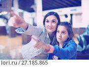 Купить «Mother and daughter enjoying expositions of previous centuries», фото № 27185865, снято 12 декабря 2017 г. (c) Яков Филимонов / Фотобанк Лори