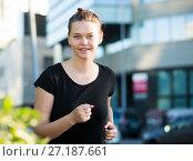 Купить «Girl enjoying morning run outdoors», фото № 27187661, снято 5 июля 2017 г. (c) Яков Филимонов / Фотобанк Лори