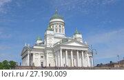 Собор святого Николая крупным планом солнечным июньским днем. Хельсинки, Финляндия (2017 год). Стоковое видео, видеограф Виктор Карасев / Фотобанк Лори