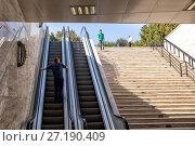Купить «Эскалатор в подземном переходе. Баку. Азербайджан», фото № 27190409, снято 23 сентября 2017 г. (c) Евгений Ткачёв / Фотобанк Лори