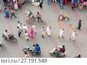 Купить «Small group of Hindu Brahmin Jagannath temple priests, heads shaved except for sikha (pigtail) indicating devotion to god, Puri, Odisha, India, Asia», фото № 27191549, снято 12 января 2017 г. (c) age Fotostock / Фотобанк Лори