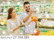 Купить «happy couple buying oranges at grocery store», фото № 27194389, снято 21 октября 2016 г. (c) Syda Productions / Фотобанк Лори