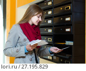 Girl checking correspondence at lobby. Стоковое фото, фотограф Яков Филимонов / Фотобанк Лори