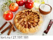 Открытый яблочный пирог. Галета. Стоковое фото, фотограф Надежда Мишкова / Фотобанк Лори