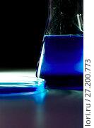 Купить «Beaker and retort with blue with a chemical reagent. Chemical experiment with Laboratory glass», фото № 27200773, снято 6 февраля 2016 г. (c) Евгений Ткачёв / Фотобанк Лори