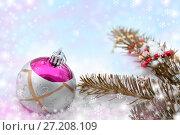 Купить «Christmas toy and beads on branch of spruce in snow», фото № 27208109, снято 10 февраля 2017 г. (c) Катерина Белякина / Фотобанк Лори