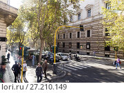 Купить «Rome city life. Buses and cars on the narrow streets of Rome», фото № 27210149, снято 7 ноября 2016 г. (c) Евгений Ткачёв / Фотобанк Лори