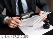 Купить «Бизнесмен рассматривает пачку документов через лупу», эксклюзивное фото № 27210293, снято 6 ноября 2017 г. (c) Игорь Низов / Фотобанк Лори