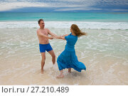 Купить «The loving couple is turned on the seashore, Cayo Largo island, Cuba», фото № 27210489, снято 1 февраля 2013 г. (c) Куликов Константин / Фотобанк Лори