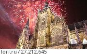 Купить «St. Vitus Cathedral (Roman Catholic cathedral ) and holiday fireworks -- Prague Castle and Hradcany, Czech Republic», видеоролик № 27212645, снято 17 ноября 2017 г. (c) Владимир Журавлев / Фотобанк Лори