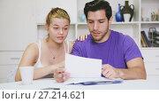 Купить «Young couple discussing serious financial situation at home», видеоролик № 27214621, снято 19 октября 2017 г. (c) Яков Филимонов / Фотобанк Лори