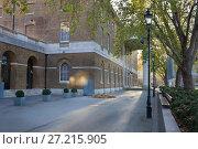 Купить «Галерея современного искусства Саачи в Лондоне.Saatchi Gallery, Duke of Yorks Headquarters, Chelsea», фото № 27215905, снято 17 ноября 2017 г. (c) Victoria Demidova / Фотобанк Лори