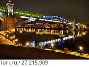 Купить «Москва, Пушкинский (Андреевский) мост, ночная подсветка», эксклюзивное фото № 27215909, снято 3 ноября 2017 г. (c) Dmitry29 / Фотобанк Лори