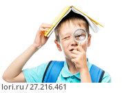 Купить «funny schoolboy with book on head looking through magnifier on white background», фото № 27216461, снято 9 сентября 2017 г. (c) Константин Лабунский / Фотобанк Лори