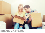 Купить «smiling couple with many boxes moving to new home», фото № 27216809, снято 25 февраля 2016 г. (c) Syda Productions / Фотобанк Лори