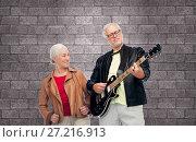 Купить «happy senior couple with electric guitar», фото № 27216913, снято 16 июля 2017 г. (c) Syda Productions / Фотобанк Лори