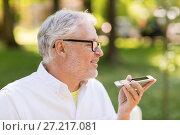 Купить «old man using voice command recorder on smartphone», фото № 27217081, снято 16 июля 2017 г. (c) Syda Productions / Фотобанк Лори