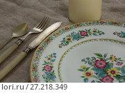 Купить «Floral pattern plate with cutlery set and candle», фото № 27218349, снято 14 июня 2017 г. (c) Wavebreak Media / Фотобанк Лори