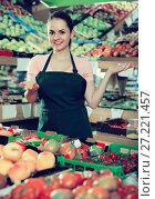 Купить «Friendly salesgirl proposing fresh fruits and vegetables in supermarket», фото № 27221457, снято 14 октября 2017 г. (c) Яков Филимонов / Фотобанк Лори