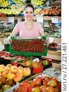 Купить «Friendly attractive saleswoman with crate with tomatoes in supermarket», фото № 27221461, снято 14 октября 2017 г. (c) Яков Филимонов / Фотобанк Лори